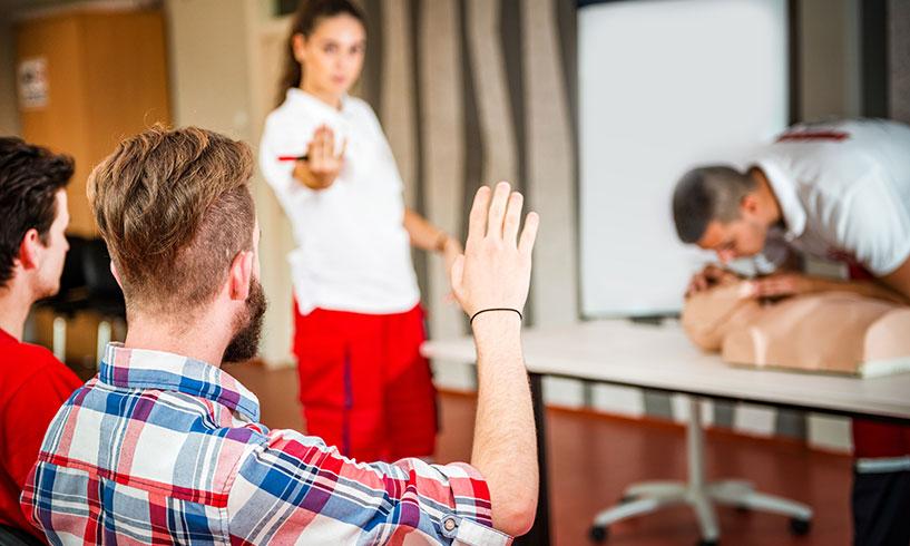 Arbeta som HLR-instruktör